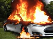 Feuer & Unfall: Die Gefahren von autonomen Elektrofahrzeugen