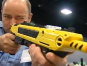 """Anti-Fliegen-Gewehr – Bug-A-Salt: """"Angriff auf die Insekten"""""""