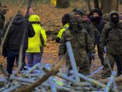 """Grüner Terror: """"Zwillen Hieb- und Stichwaffen eine Kiste Krähenfüße einen Nagelgurt und Pyrotechnik"""""""