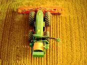 Projekt Gridcon: Der kabelgebundene-autonome Traktor von John Deer