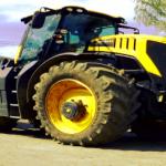 JCB Fastrac: Ein Traktor auf der Autobahn